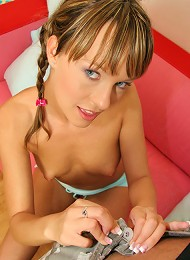 This super hot euro 18 yr old gets analized here in these hot pics